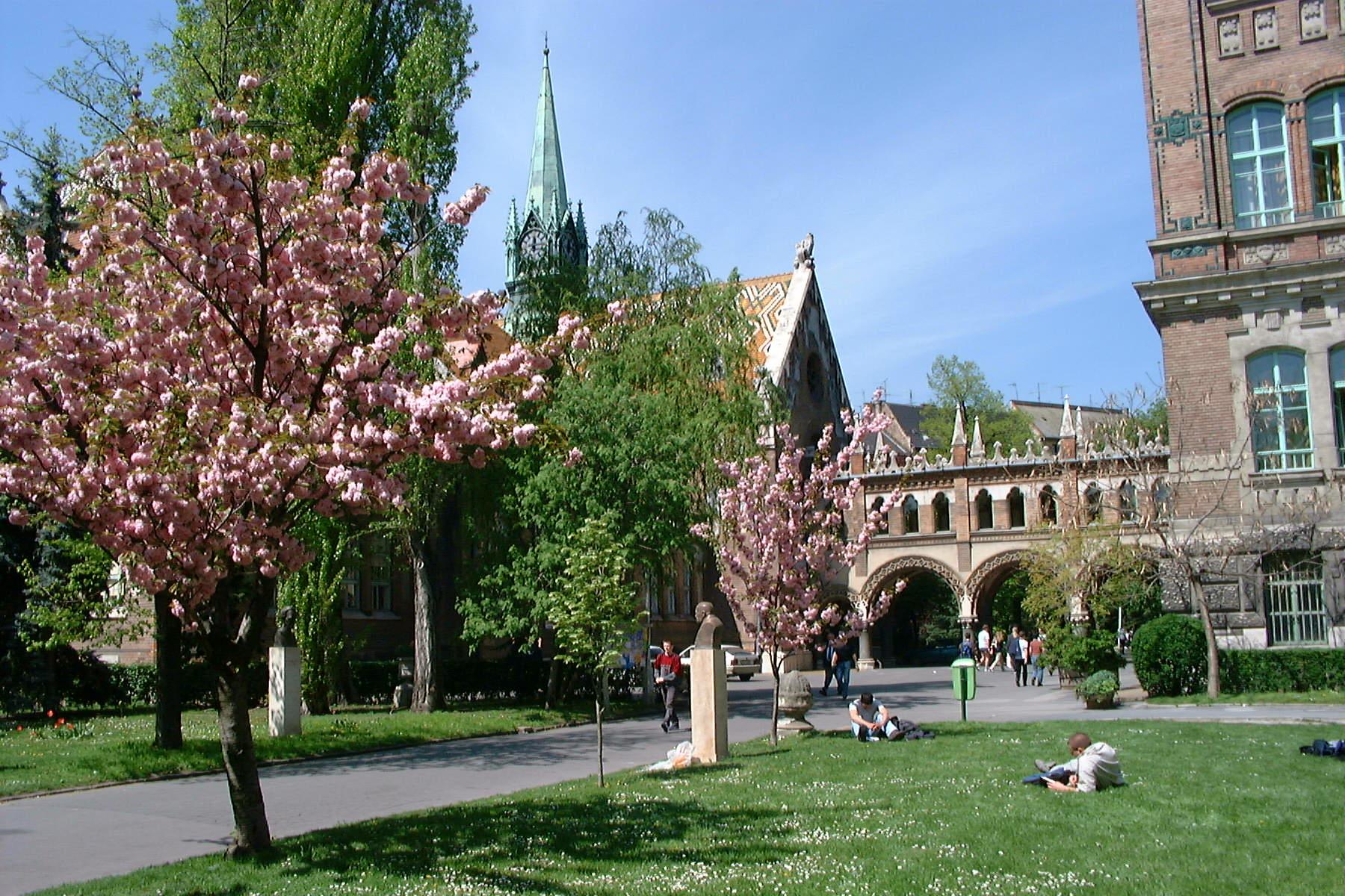 Budapest University of Technology and Economics2