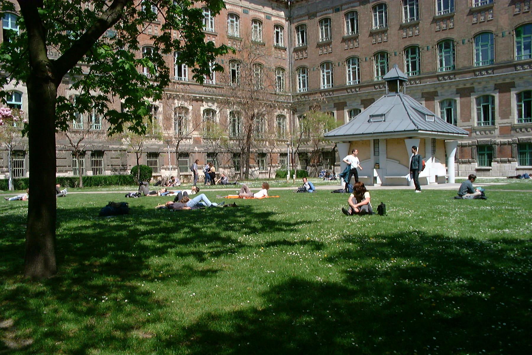 Budapest University of Technology and Economics3