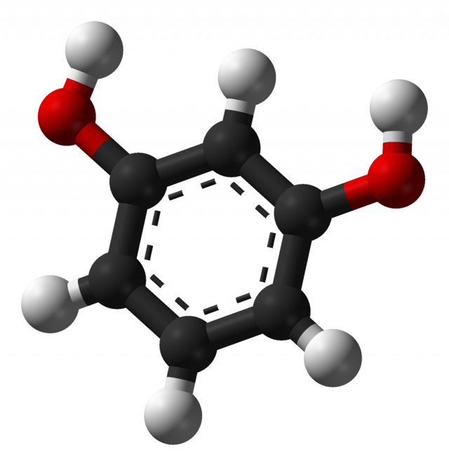 http://upload.wikimedia.org/wikipedia/commons/2/21/Resorcinol-3D-balls.png